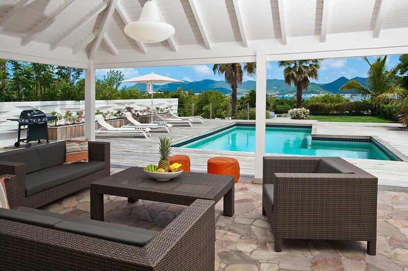 Ixora villa,beautifull sea view,walking to  beach, alquiler de vacaciones en Terres Basses