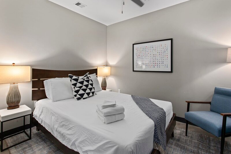 Luxe DT 1BR with Free Parking by Zencity, location de vacances à Kansas City