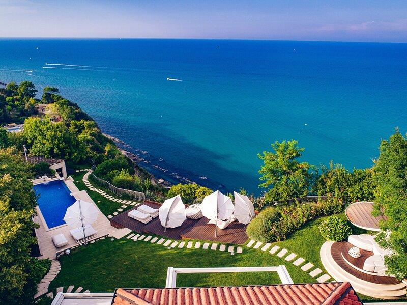 Pietra la Croce Villa Sleeps 8 with Pool and Air Con - 5831889, vakantiewoning in Ancona