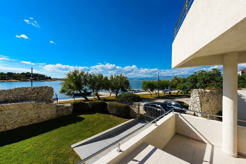 A&M Apartment 1, holiday rental in Nin