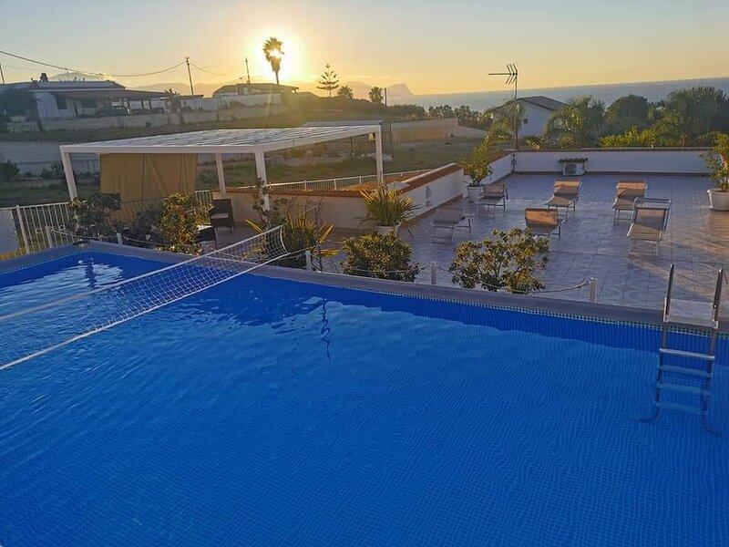 CASE COTTONE VISTA MARE E PISCINA, vacation rental in Balestrate