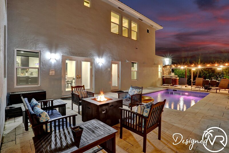 Hollywood Dream House - 5 Bedroom w/heated POOL �� ����������, casa vacanza a Hallandale Beach