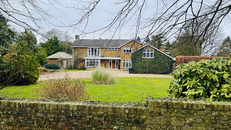 Stunning Oxfordshire 5 Bedroom House in 2 acres, holiday rental in Long Crendon