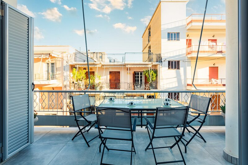 Spacious Modern flat next to the Historical center, holiday rental in Messini