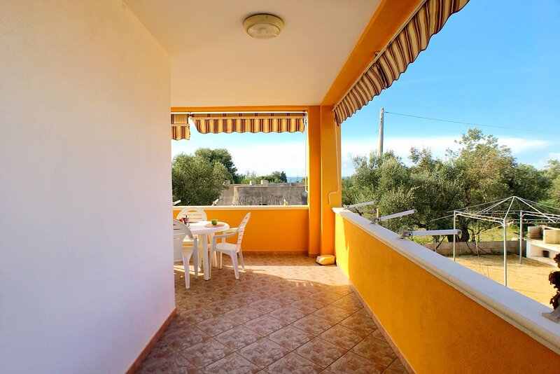 Appartamento Apollo con giardino a Torre vado, holiday rental in Torre Vado