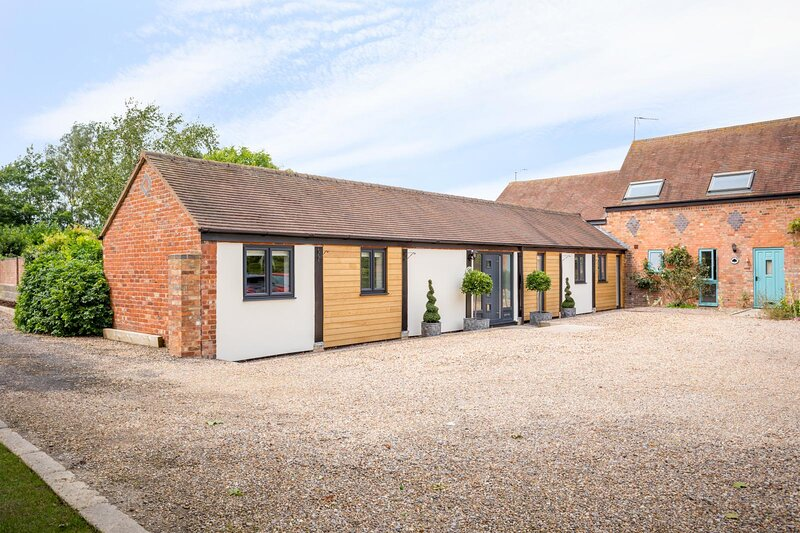 Stunning 3-Bed Converted Barn in the Cotswolds, holiday rental in North Piddle