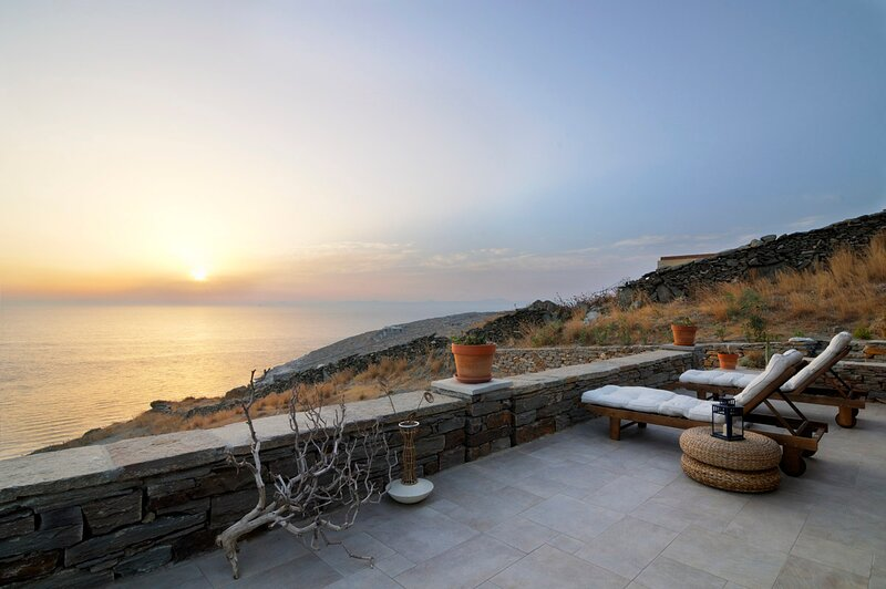 Infinity Beach House: Privacy, Tranquility, Luxury, Own Beach, Sea-Sunset Views, holiday rental in Kampi