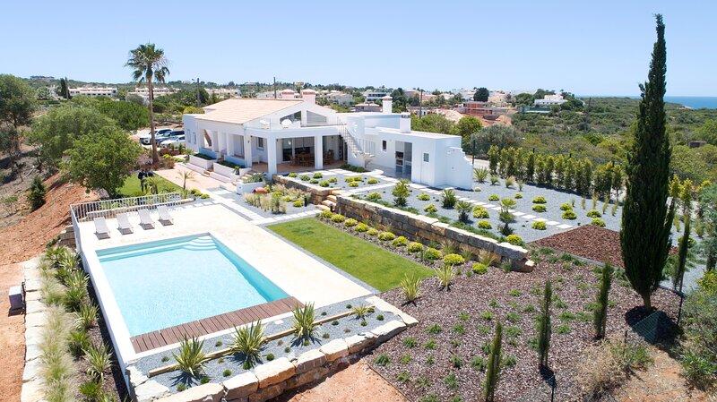 Country villa, Private Heated Pool, Ocean and River View near Water Slide Park, location de vacances à Ferragudo