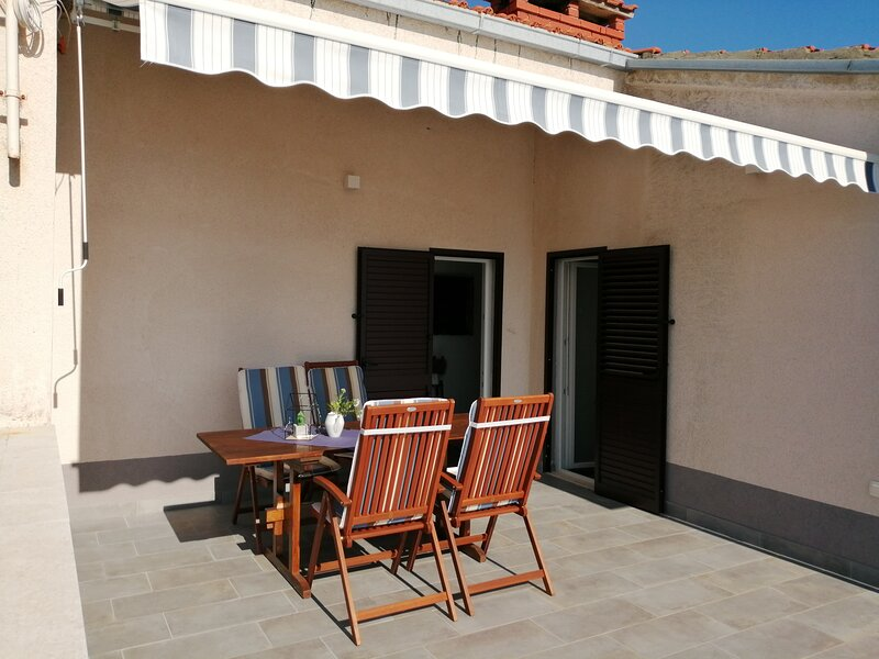 Apartments Tamara (ST)- Two Bedroom Apartment with Balcony, holiday rental in Lokva Rogoznica