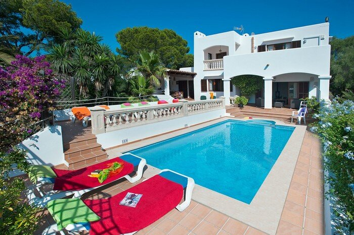 Vista Palmera, 7 persons villa , only 70 meters from the beach, holiday rental in Cala Serena