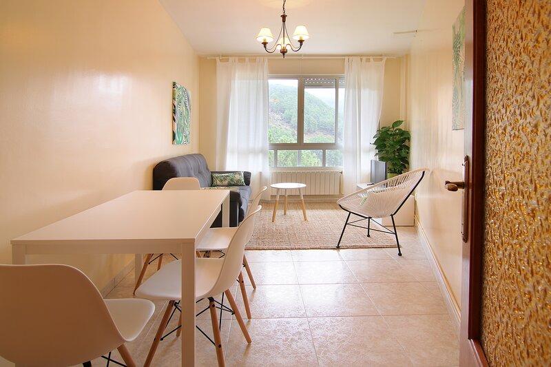 NAHARRO, Apartamento de 2 habitaciones en la Sierra de Gredos., location de vacances à Mombeltran
