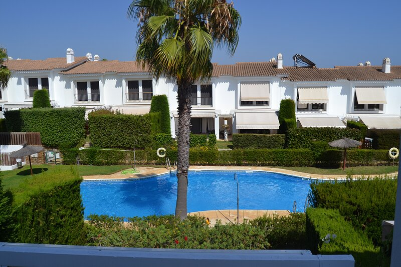 Beautiful 3B townhouse with sunny porch ERPC3102, holiday rental in Cartaya