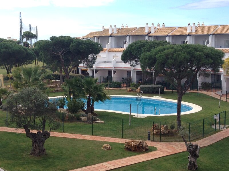 Great townhouse with porch and pool NPG0409, holiday rental in El Portil