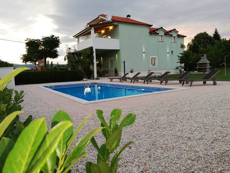 Holiday house Anetta, holiday rental in Donji Prolozac