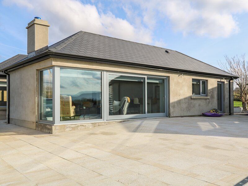 Abbey Bay Cottage, Ballyshannon, County Donegal, vacation rental in Garrison