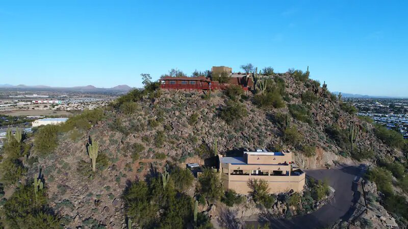Built Into the Mountain with Beautiful Views, holiday rental in Phoenix