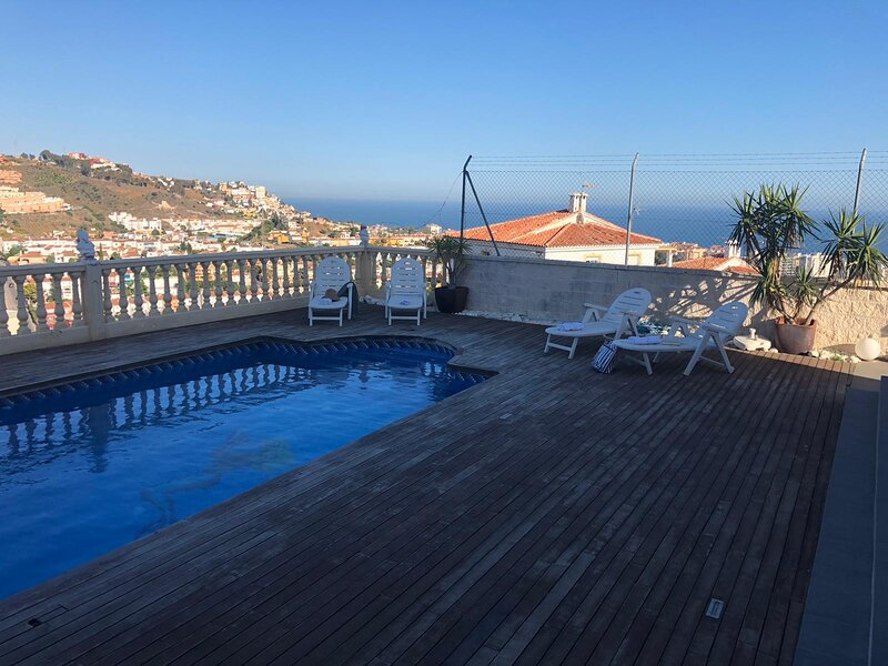 4BR Villa Magnolia by Rafleys in Rincon de la Victoria, WOW Sea Views, alquiler vacacional en Benagalbón