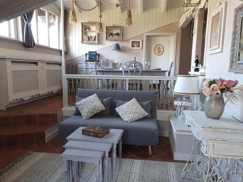 Appartamento Sole e Luna romantic place, vacation rental in Casale Corte Cerro