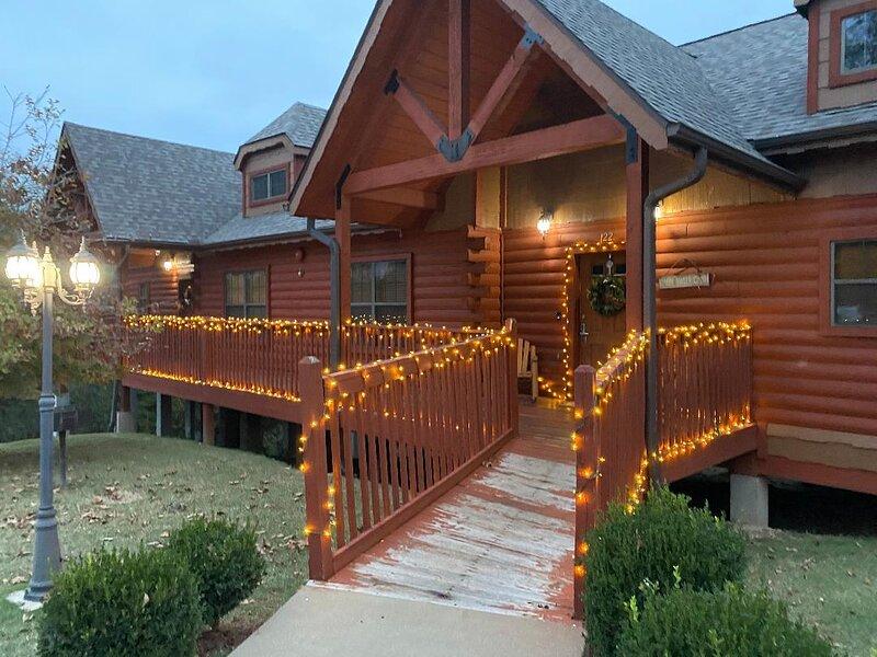 Cozy Cabin 2 - Heart of Branson - Great Family Stay - All Taxes Paid!, alquiler de vacaciones en Branson