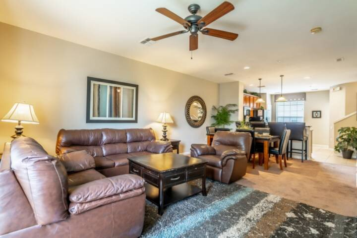 Spring Special, Contact Free Check In, Great Vista Cay town home, close to Unive, holiday rental in Orlando
