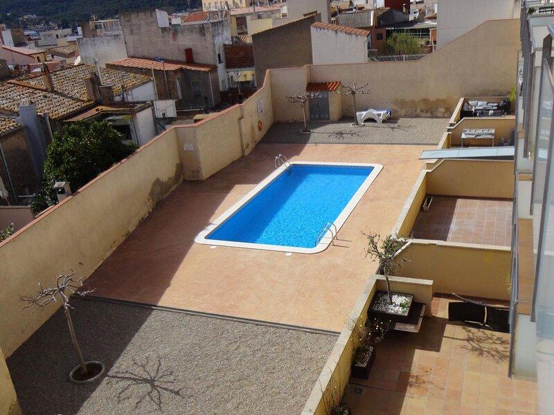 APAR. ALBA, with communal pool, A/A, wifi, parking, casa vacanza a Sant Feliu de Boada