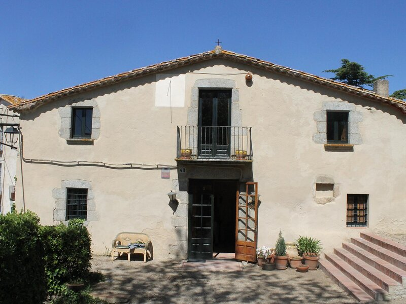 CAN PEROT - FARM HOUSE FOR 8PEOPLE, WITH A BIG GARDEN, holiday rental in Romanya de la Selva