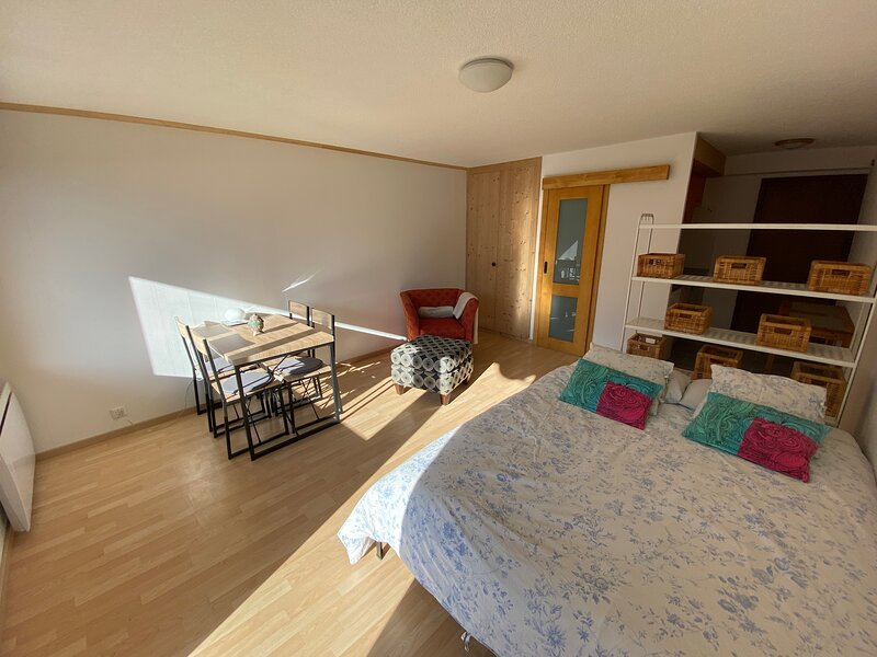 Cosy studio for your next ski holiday, aluguéis de temporada em Bagnes