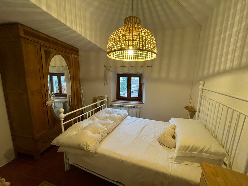 2-Bed Apartment in Barga, Tuscany, holiday rental in Tiglio Basso
