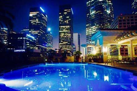 SPACIOUS apartment, TOP FL, HOLLYWOOD sign +3Balconies, location de vacances à Los Angeles