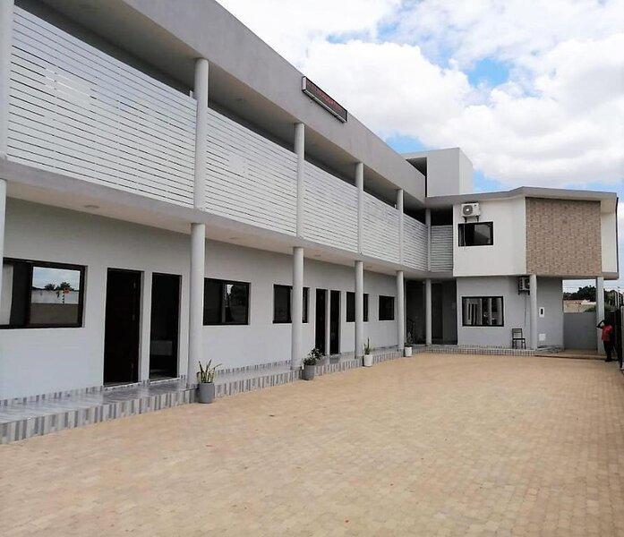 Localizado a 10 km do Estádio de Machava, o 40 40 Accommodation disponibiliza ac, location de vacances à Ponta Malongane
