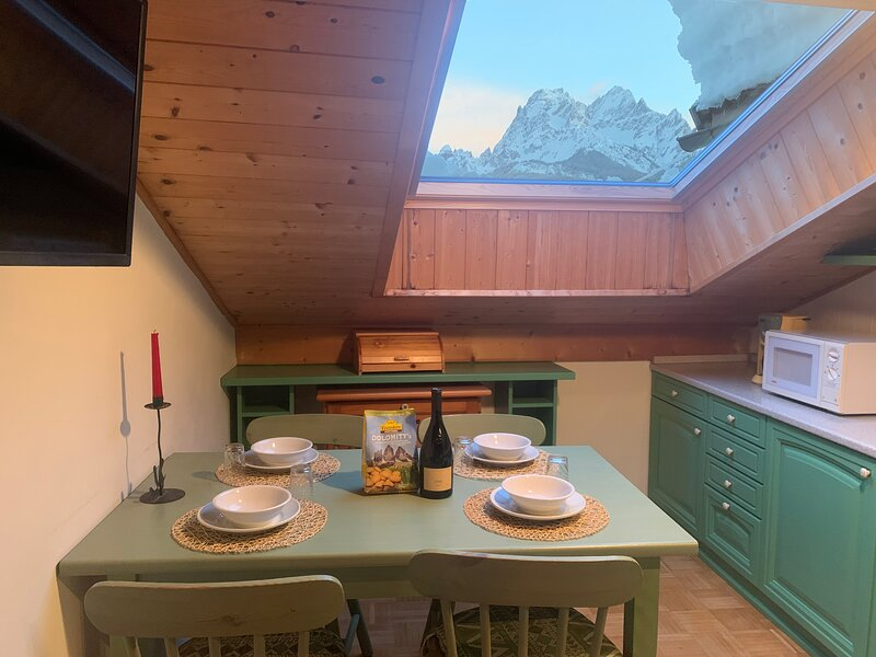 Cozy Attic Apartment With Panoramic Views in the Heart of the Dolomites - Italy, vacation rental in San Candido