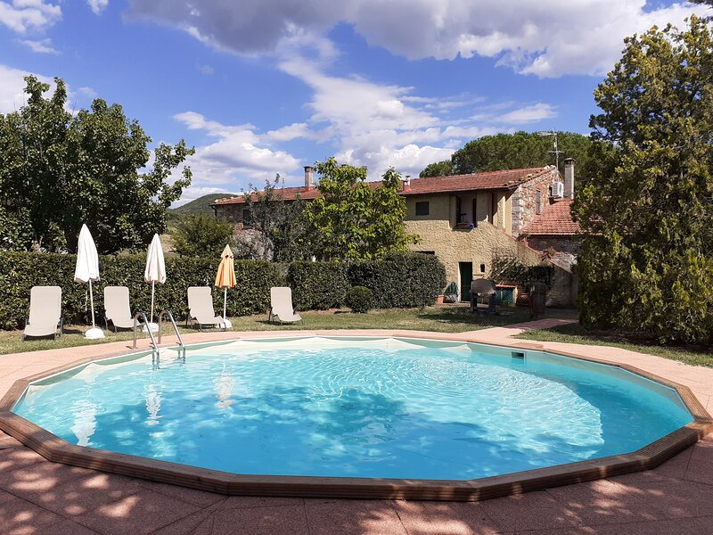 Nice,comfortable,typical Tuscan lodging in a lovely farmhouse,Aia, A/C, Wi-Fi, vacation rental in Malandrone