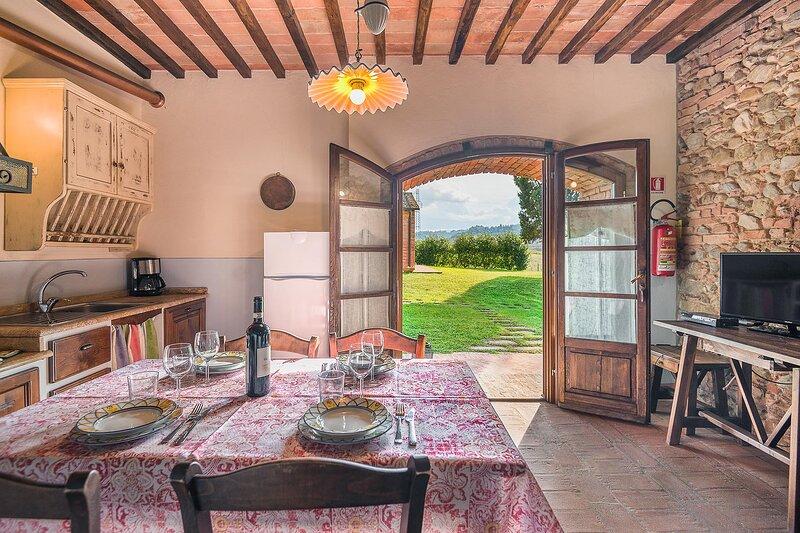 Appartamento Traviata con piscina e vista, vacation rental in Lajatico