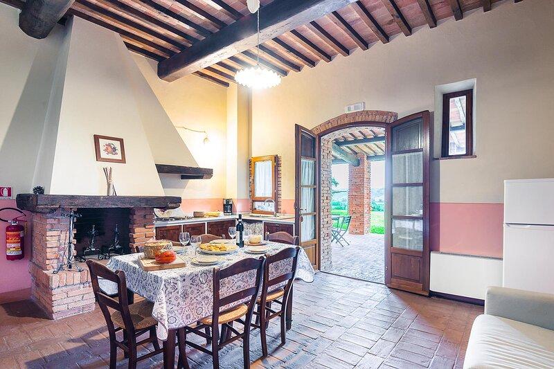 Appartamento Turandot con piscina e vista, vacation rental in Lajatico