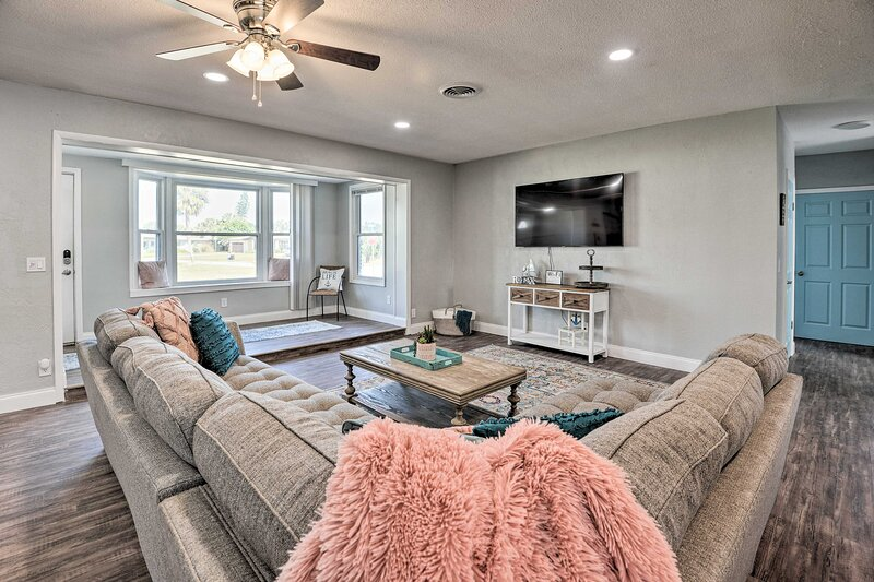 NEW! Modernized Coastal Oasis w/ Pool & Game Room!, holiday rental in Holly Hill