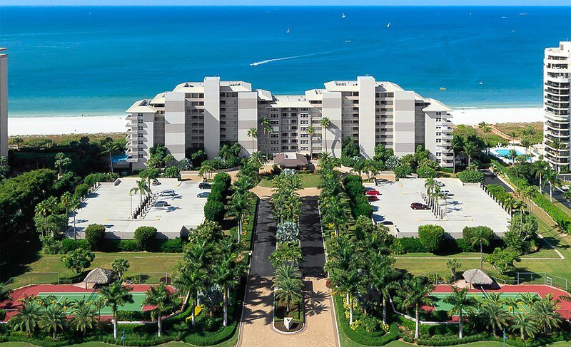 SOMERSET 114 - Three Bedroom Beachfront with Two Master Suites and Cabana !!, vacation rental in Goodland