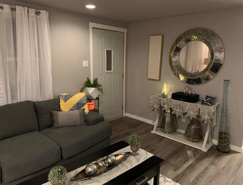 Beautiful Remodeled Home for up to 6 people, holiday rental in Des Moines
