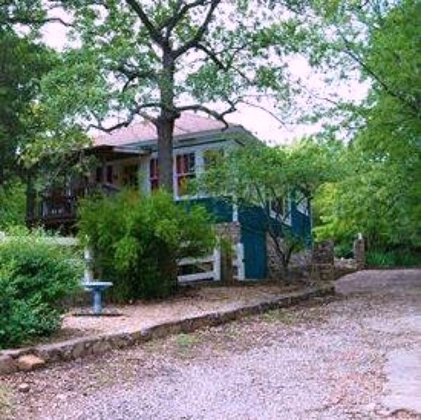 The Bluebird Cottage~Sleeps 6~Turner Falls~Firepit~Grill~Hiking~Lakes~Casinos, holiday rental in Davis