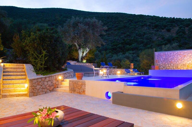 Villa Arkoudi: sea view, pink pong table and field of pétanque plus cinema, holiday rental in Evgiros
