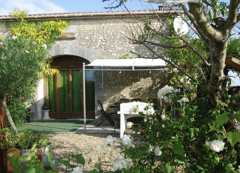 Gite - Vin Rouge, holiday rental in Coux