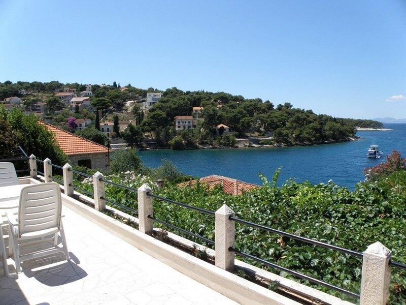 Danijela - amazing sea view: A1(6) - Splitska, holiday rental in Splitska