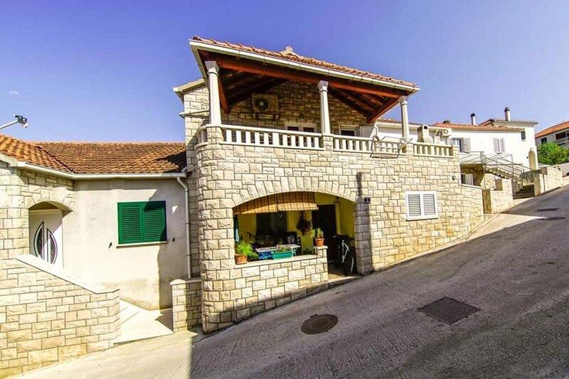 Barb - 30 m from the sea: A1(6) - Postira, alquiler de vacaciones en Postira