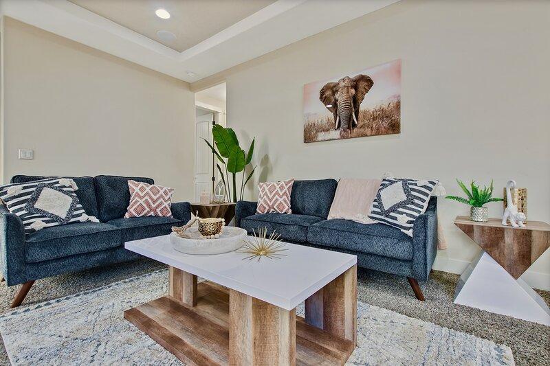 Hakuna Matata 3 Bedroom Private Safari Home In Central Meridian, holiday rental in Meridian