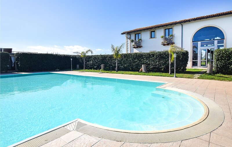 Amazing home in Arenella with Outdoor swimming pool, WiFi and 4 Bedrooms (ISC076, holiday rental in Maeggio