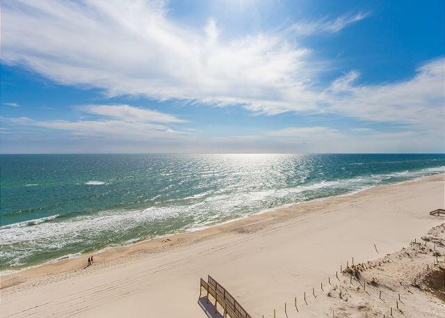 Deluxe Condo with Hardwood Floors~Bender Vacation Rentals, alquiler de vacaciones en Gulf Shores