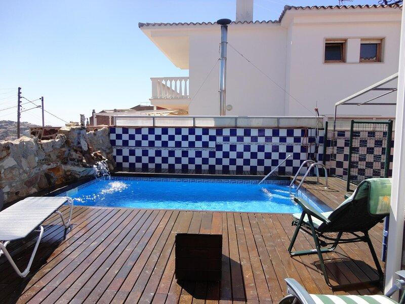 VILLA CECILIA- HOUSE IN THE TOWN WITH PRIVATE POOL, casa vacanza a Sant Feliu de Boada