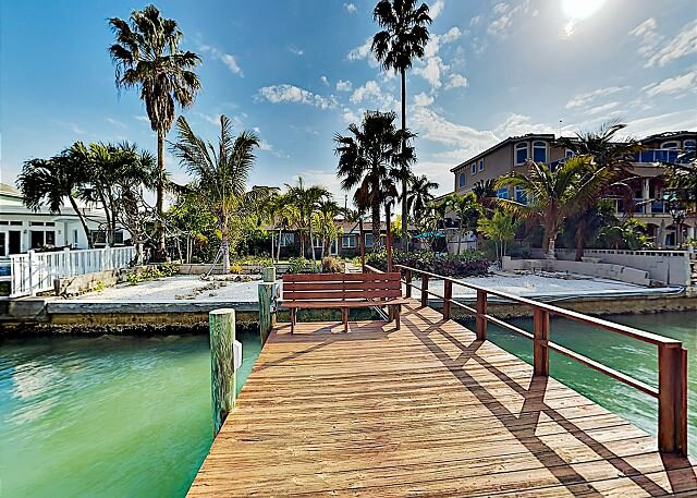 Bayfront Home | Private Dock & Waterside Dining Patio | 5 Minutes to Beach, vacation rental in Treasure Island