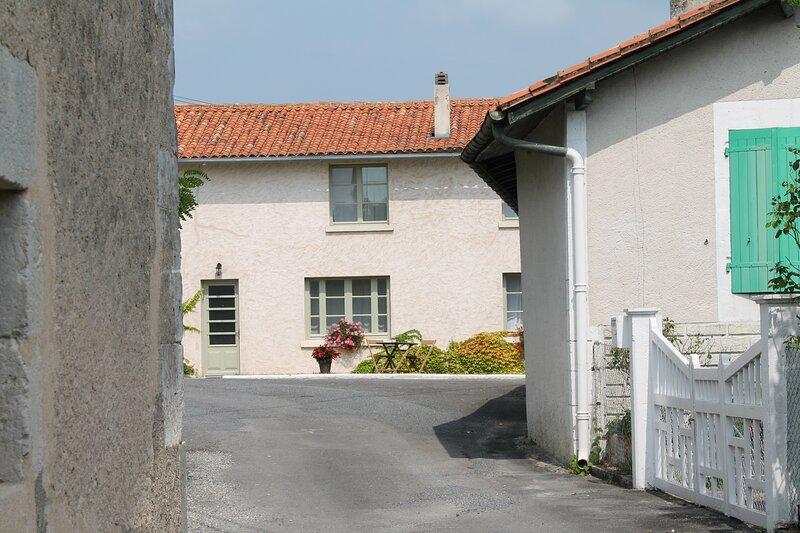Chez Jean, Le Manoir de Longeveau, holiday rental in Petit-Bersac