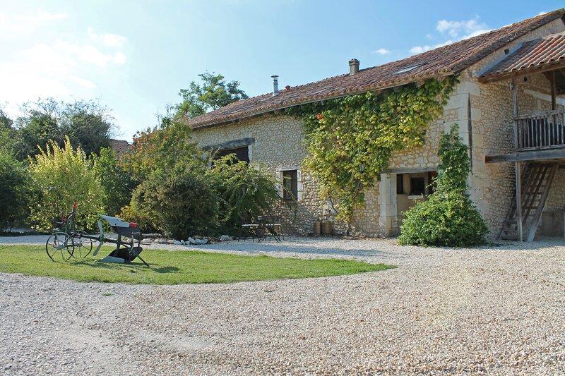 L'Ecurie, Le Manoir de Longeveau, holiday rental in Petit-Bersac