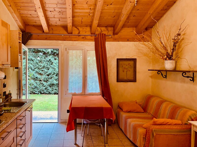Apt. 4 pax - Residenza Le Dimore, holiday rental in Zevio